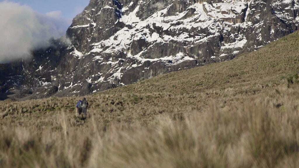 Caminando al pie de Roca